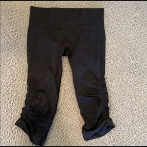 lululemon leggings!! (dark grey/black)